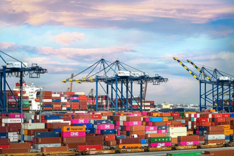 Logistics nhập khẩu – Từ bến tàu đến tài liệu
